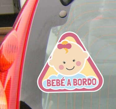 Vinilo coche con una bonita y tierna ilustración junto a la palabra bebé a bordo.
