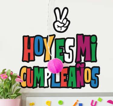 Vinilos infantiles para desear un feliz cumpleaños aa los más pequeños de la casa de una forma original y llamativa.