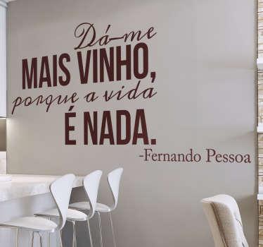 Autocolante frase vinho Pessoa
