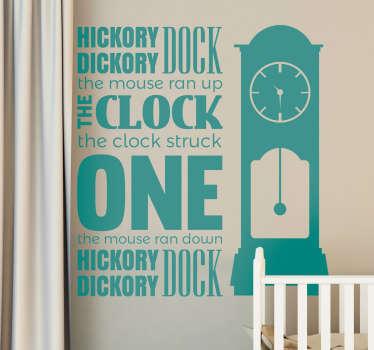 Dacă sunteți în căutarea unui autocolant de perete decorativ și cu cremă distractivă și creativă pentru dormitorul copiilor dvs. , acest dock hickory este unul ideal!