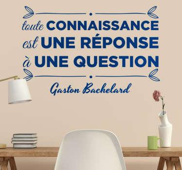 Sticker original d'une citation du célèbre philosophe Français Gaston Bachelard «toute connaissance est une réponse à une question».