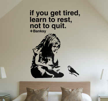 Sticker d'une fille assise avec un oiseau et d'une citation du célèbre artiste d'art urbain Banksy « If you get tired, learn to rest, not to quit.»