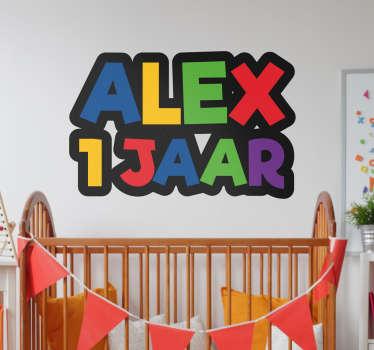 Vier je verjaardag met deze naam sticker. Een vrolijke muursticker met allemaal vrolijke en kleurrijke letters.