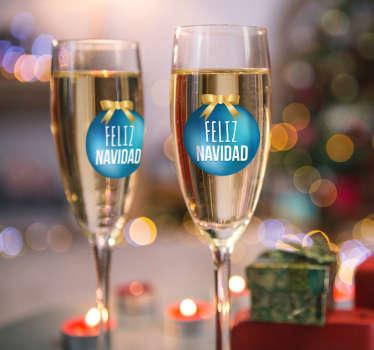 Decora los vasos que pondrás en tu elegante mesa estas fiestas navideñas con unos adhesivos muy especiales.