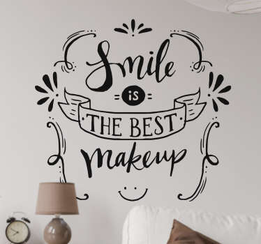 "Adesivo decorativo perfetto per decorare in modo simpatico e originale la tua stanza. Adesivo murale raffigurante la frase ""smile is the best make up"""