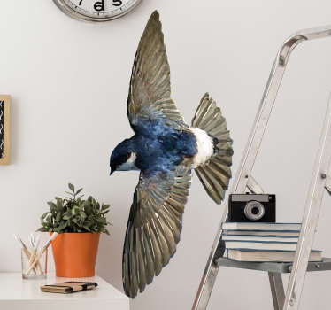 Schönes Wandtattoo mit einem Vogel mit ausgebreiteten Flügeln im polygonalen Stil. Schöne Dekorationsidee für das Wohnzimmer.