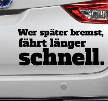 """Cooler Autoaufkleber mit dem Spruch """"Wer später bremst, fährt länger schnell"""". Perfekt fürs Auto, Motorrad oder andere Fahrzeug."""