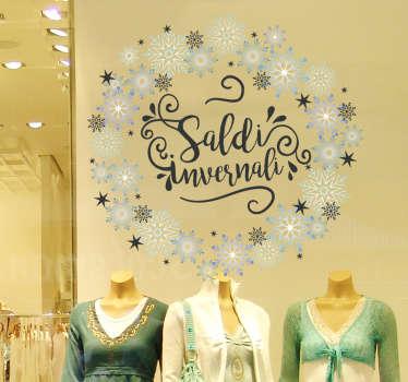 Questa incantevole vetrofania per saldi invernali con neve è davvero una scelta perfetta per aggiungere stile ed eleganza a tutto il tuo negozio.