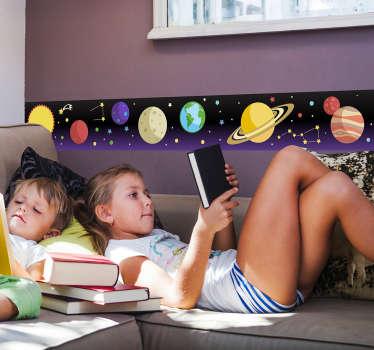 Frise adhésive représentant des planètes et plusieurs étoiles.  Idéal pour décorer une chambre d'enfant ou un salon.