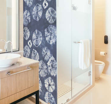 Parampa squeeze shower screen sticker todecorate a shower door in a modern ways. It size is customisable in any dimension.