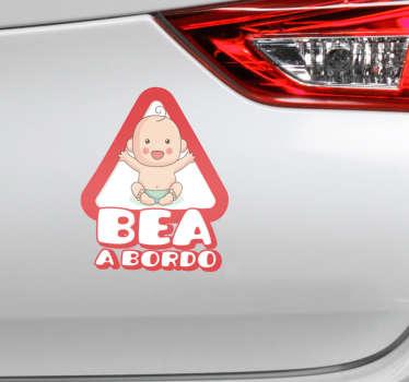 Pegatinas de bebé a bordo con un diseño que podrás personalizar añadiendo el nombre del bebé que viaje habitualmente en el coche.