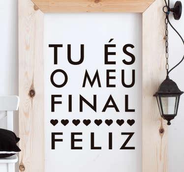 Temos para si este autocolante de parede para transmitir uma mensagem de amor e felicidade '' tu és o meu final feliz''.