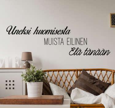 """Tekstitarra Uneksi Muista Elä. Kaunis ja yksinkertainen seinätarra tekstillä """"Uneksi huomisesta, muista eilinen, elä tänään""""."""