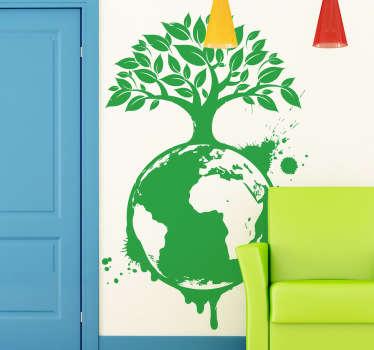 Naklejka na ścianę przedstawiająca kulę ziemską z dużym drzewem, które kojarzą się z ekologią. Interesujący pomysł na dekorację domowych ścian.