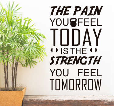 Autocolante de parede com a mensagem ''The pain you feel today is the strength you feel tomorow'' uma ótima mensagem para se ter mais força.