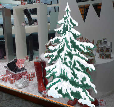 雪の壁のステッカーを持つクリスマスツリー