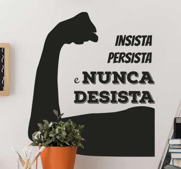 Porquê desistir? Com este adesivo parede com o texto ''insista persista e nunca desista''vai proporcionar-lhe mais força de vontade para o que aí vem.