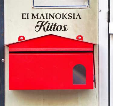 """Jos haluat vähentää postilaatikkoon tulevaa paperimäärää jättämällä mainokset ja ilmaisjakelut pois, teet sen kätevästi tällä """"Ei moinoksia Kiitos""""-tarralla. Tämä tarra tarttuu hyvin erilaisille pinnoille ja on helppo asentaa."""