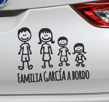 Pegatina coche familia con tu nombre para tener un adhesivo único con el texto que desees y los personajes que quieras. Personaliza tu vehículo.