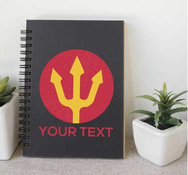 Aanpasbare rode duivel drietand muursticker. Het is personaliseerbaar in uw eigen tekst. Verkrijgbaar in elke gewenste maat en eenvoudig aan te brengen.