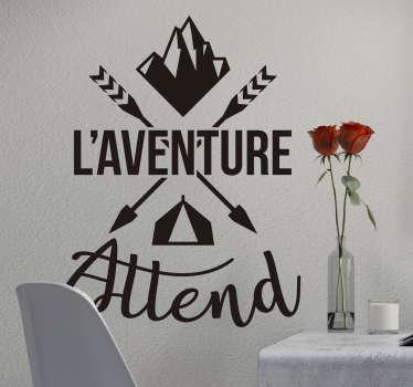 Découvrez une nouvelle manière de décorer la chambre de votre enfant avec ce sticker phrase motivation l'aventure attend pour votre décoration intérieur. Qualité Garantie.