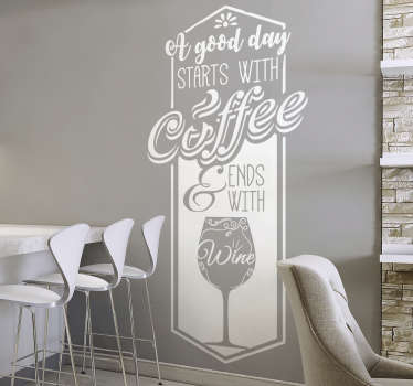 "Decora la tua cucina osala da pranzo con questa scritta adesiva, che presenta il testo che dice ""A good day starts with coffee and ends with wine""."