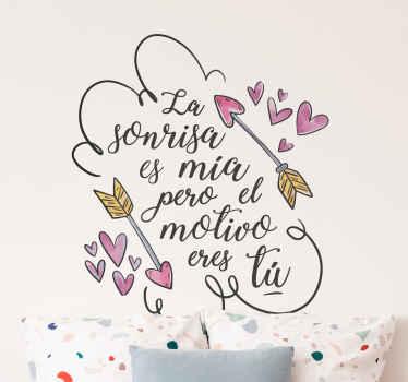 """Vinilo de San Valentín ideal para habitación juvenil formado por la frase """"La sonrisa es mía pero el motivo eres tú"""". Descuentos para nuevos usuarios."""