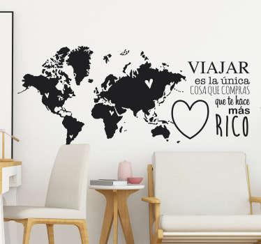 """Vinilo formado por un mapamundi monocolor y el texto: """"Viajar es la única cosa que compras que te hace más rico"""". Descuentos para nuevos usuarios."""