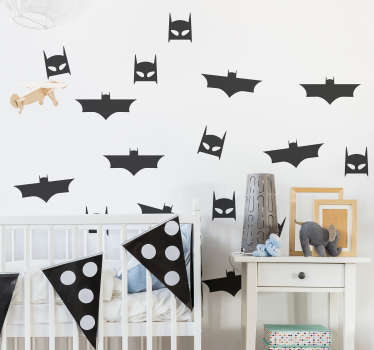Pegatina adhesiva para habitación infantil formada por un patrón de 8 murciélagos y de otras 8 mascaras de Batman. Descuentos para nuevos usuarios.
