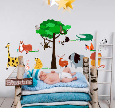 Decorate your baby´s bedroom with this charming wall decal depicting a selection of wild animals in the jungle! Choose your size.