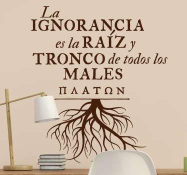 """Vinilo de frase motivadora que cita """"la ignorancia es la raíz y tronco de todos los males"""" de Maaton para llenar tu casa de sabiduría ¡Envío gratis!"""