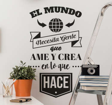 """Vinilo pared frase motivadora que cita """"el mundo necesita gente que ame y crea en lo que hace"""" en un diseño exclusivo ¡Envío a domicilio!"""
