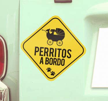 Pegatina perro a bordo para coche de color amarilla con un perro en un carrito para advertir a los otros conductores ¡Envío a domicilio!