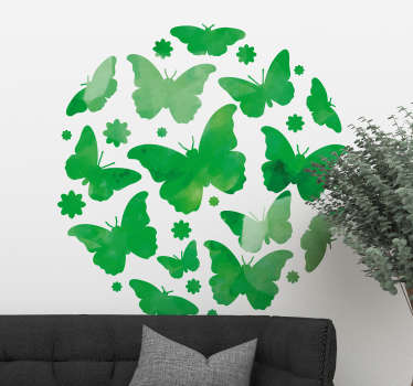 Grønn sommerfugl på veggen