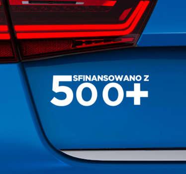 """Chcesz udekorować auto w inny sposób? Nasze naklejki samochodowe z napisem """"Sfinansowano z 500+"""" pozwolą Ci to zrobić w niezwykle oryginalny sposób."""