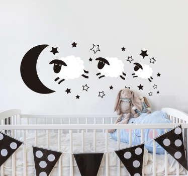 Decora la cameretta dei tuoi bimbi con un adesivo murale bambino, che presenta l'immagine di pecore che saltellano in un cielo stellato!