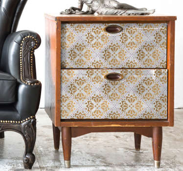Le style floral et légèrement oriental de ce sticker pour meuble illuminera votre intérieur et lui donnera l'originalité dont il a besoin !