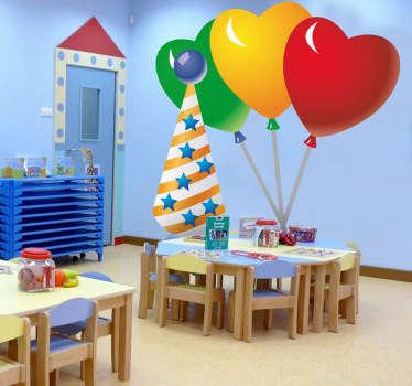 Autocolante decorativo infantil com adornos de festa coloridos e vibrantes para decorar o quarto. Três balões em forma de coração acompanhados por um chapéu de festa.