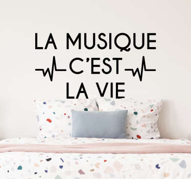 """Pour un sticker de texte désigné pour tous les amoureux de la musique, cet adhésif """"la musique c'est la vie"""" sera idéal pour les murs d'une chambre."""