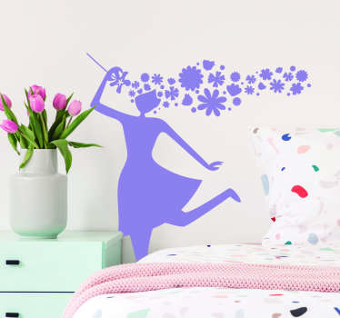 春天客厅墙壁装饰的妇女