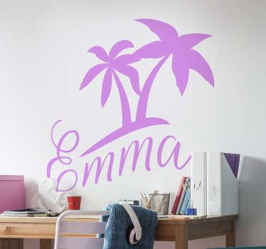 Pour votre enfant qui adore l'été, la plage et les palmiers, ce sticker personnalisé sera parfait pour les murs de leur chambre !