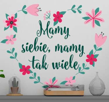 """Naklejki na ścianę napisy do sypialni to świetny pomysł na kwiatowe dekoracje domu. Sprawdź naklejki z napisem """"Mamy siebie, mamy tak wiele""""."""