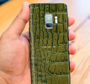 наклейка на телефон из кожи крокодила