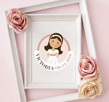 Pegatina para la comunión de tu pequeña, la cual se puede personalizar con su nombre y la fecha de la celebración. Fácil aplicación y sin burbujas.
