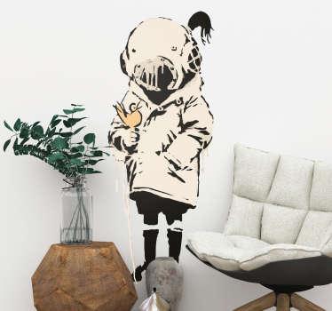 Personalisez vos intérieurs avec ce sticker mural d'art représentant une petite fille portant un costume d'astronaute de Banksy.