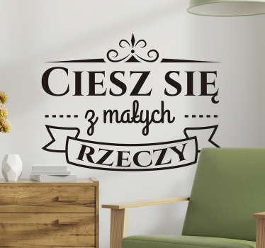 Naklejki napisy na ścianę: Ciesz się z małych rzeczy. Ciekawe cytaty motywacyjne na ścianę do domu lub biura, na ścianę lub na szyby.