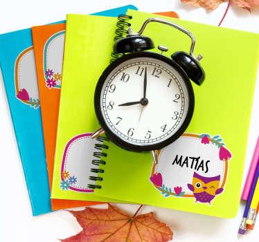 Soyez les rois de la rentrée scolaire avec ces stickers pour cahiers scolaires et livres pour enfants personnalisables selon vos envies.
