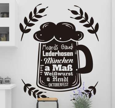 Ein Maßkrug mit vielen bayerischen Wörtern die im Zusammenhang mit dem Oktoberfest stehen. Passend für die Küche aller Wiesn-Liebhaber!