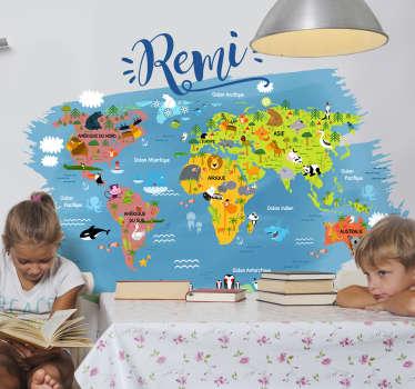 Évadez vous et partez à la conquête du monde avec ce sticker mappemonde animaux du monde et son design personalisable avec le prénom de votre enfant.