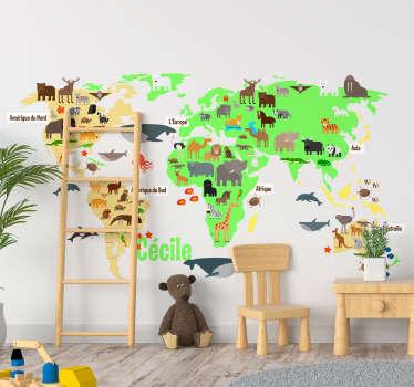 Décorez de manière ludique et originale la chambre de vos enfants avec ce sticker mappemonde et ses animaux, personnalisable avec prénom.